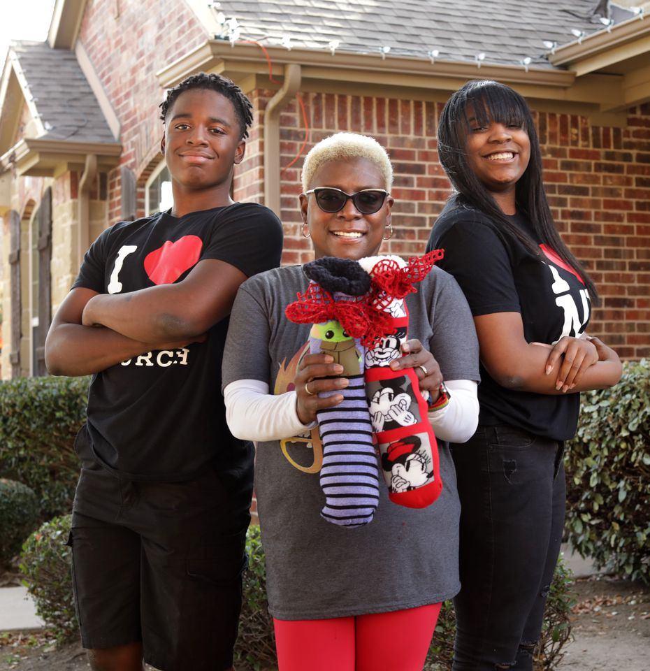 """The youth group at Hamilton Park United Methodist Church in North Dallas makes """"Socks of Love,"""" filled with toiletries and personal grooming items, for distribution to the homeless. Kimberly King (center) and her 14-year-old twins, Darryl King (left) and A'Riel King, are part of that effort."""