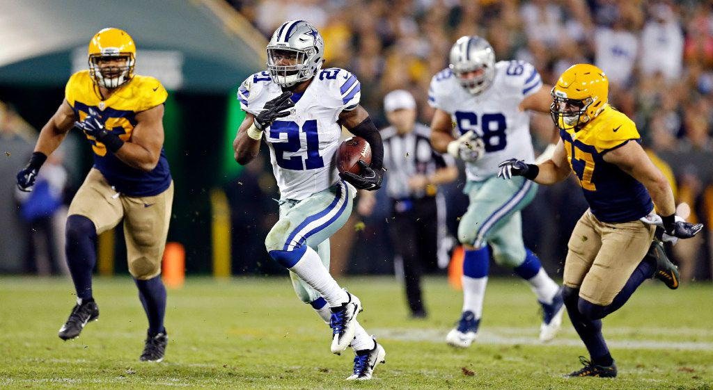Dallas Cowboys running back Ezekiel Elliott (21) rushes during the second half of Dallas' 30-16 win over the Green Bay Packers Sunday, October 16, 2016 at Lambeau Field in Green Bay, Wis. (G.J. McCarthy/The Dallas Morning News)