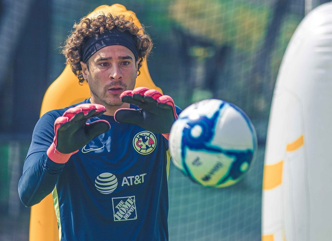 Guillermo Ochoa tiene cosas que mejorar para no poner en riesgo su titularidad como portero de las Águilas del América.