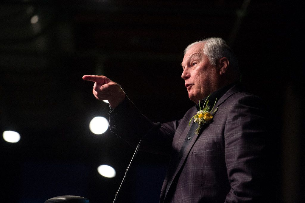 Dallas sportscaster Dale Hansen speaks before receiving a North Texas Legends Award from the Press Club of Dallas on June 3 at The Sixth Floor Museum in Dallas.