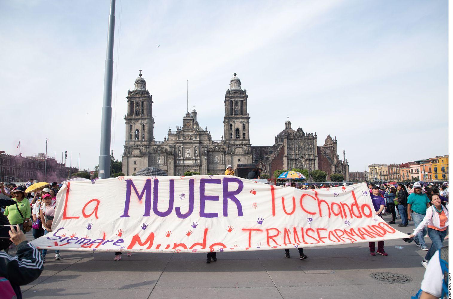 """Millones de mujeres en México se unen a la causa """"Un día sin nosotras"""" en busca de respeto e igualdad en el 9M."""