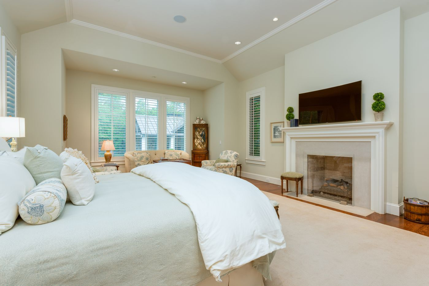 Take a look at the home at 5722 Park Lane in Dallas.