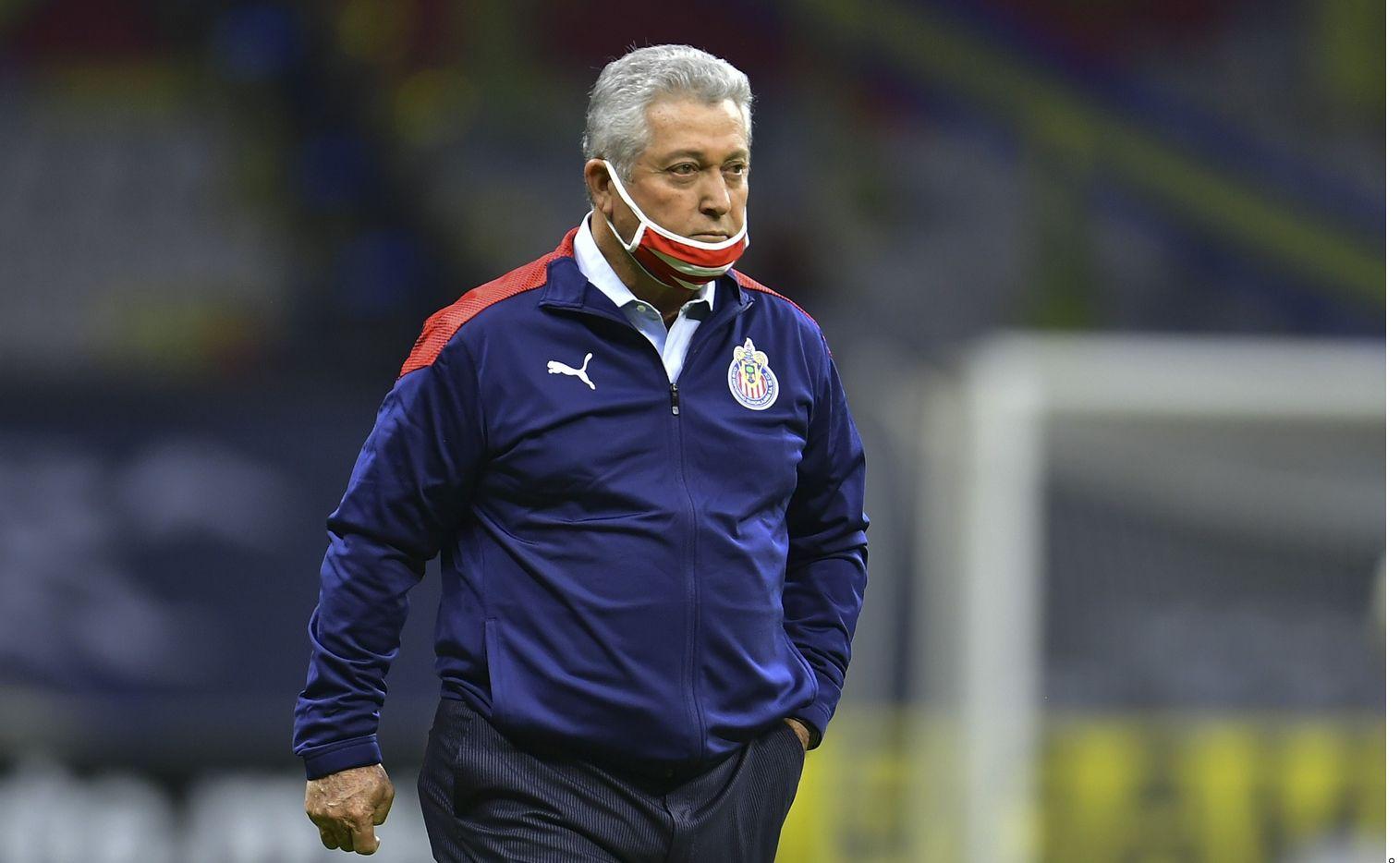Víctor Manuel Vucetich, entrenador del Guadalajara, tiene covid-19