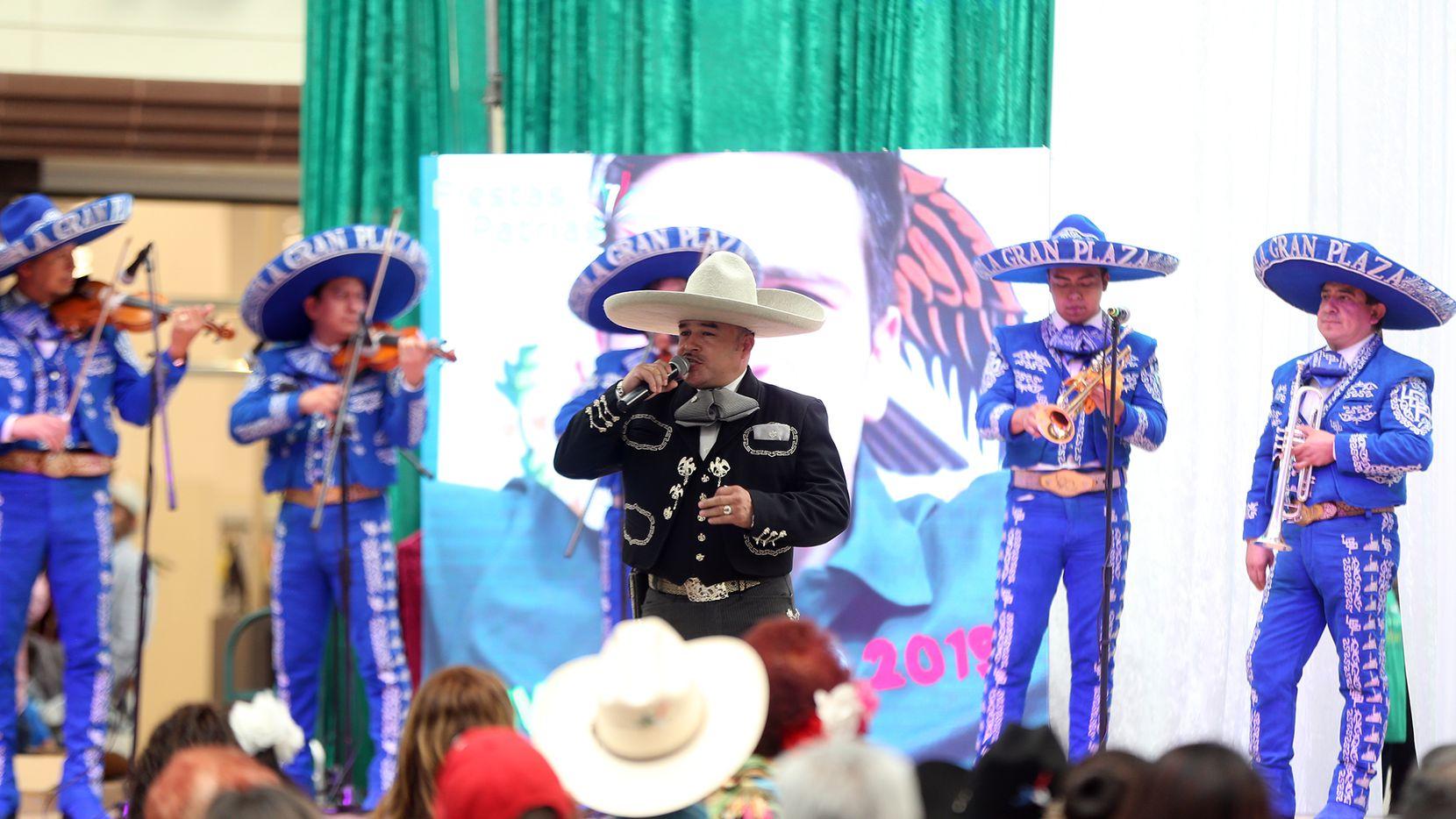 Los mariachis son parte de la cultura de Dallas y Fort Worth, pero debido a la pandemia están con muy poco trabajo.