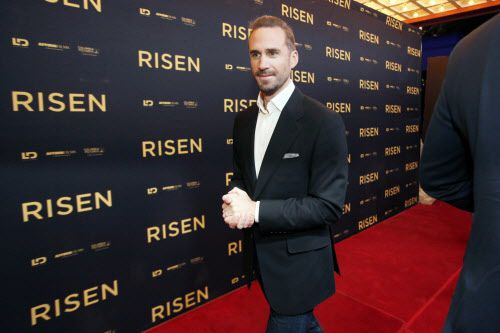 Joseph Fiennes estuvo esta semana en la alfombra roja del Regency Theater en Highland Park . BEN TORRES/AL DÍA