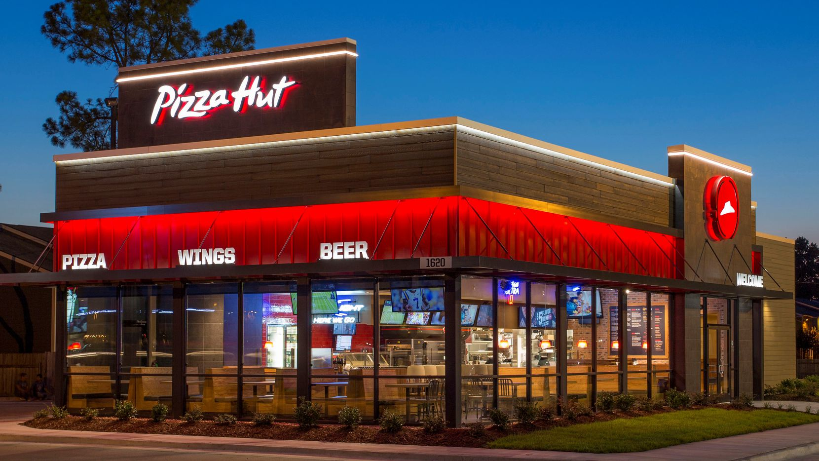 Plano-based Pizza Hut and its franchise operators are struggling with rising labor and food costs, and increasing customer demand for delivered food.