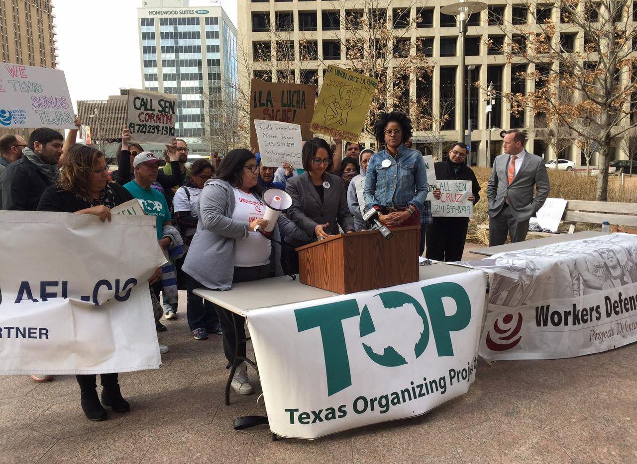 Proyecto Defensa Laboral y Texas Organizing Project pidieron que quienes se oponen a las órdenes ejecutivas de Donald Trump llamen a los senadores texanos, y republicanos, Ted Cruz y John Cornyn para expresar su descontento. (AL DÍA/ANA AZPURUA)