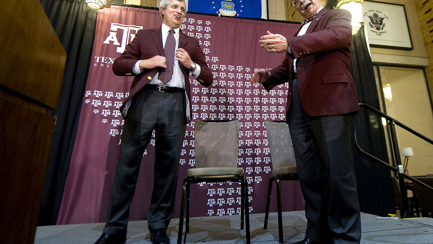 Texas A&M University president R. Bowen Loftin, right, welcomes Eric Hyman as the school's new athletic director during a news conference, Saturday, June 30, 2012, in College Station, Texas. (AP Photo/Bryan-College Station Eagle, Stuart Villanueva) 07012012xSPORTS
