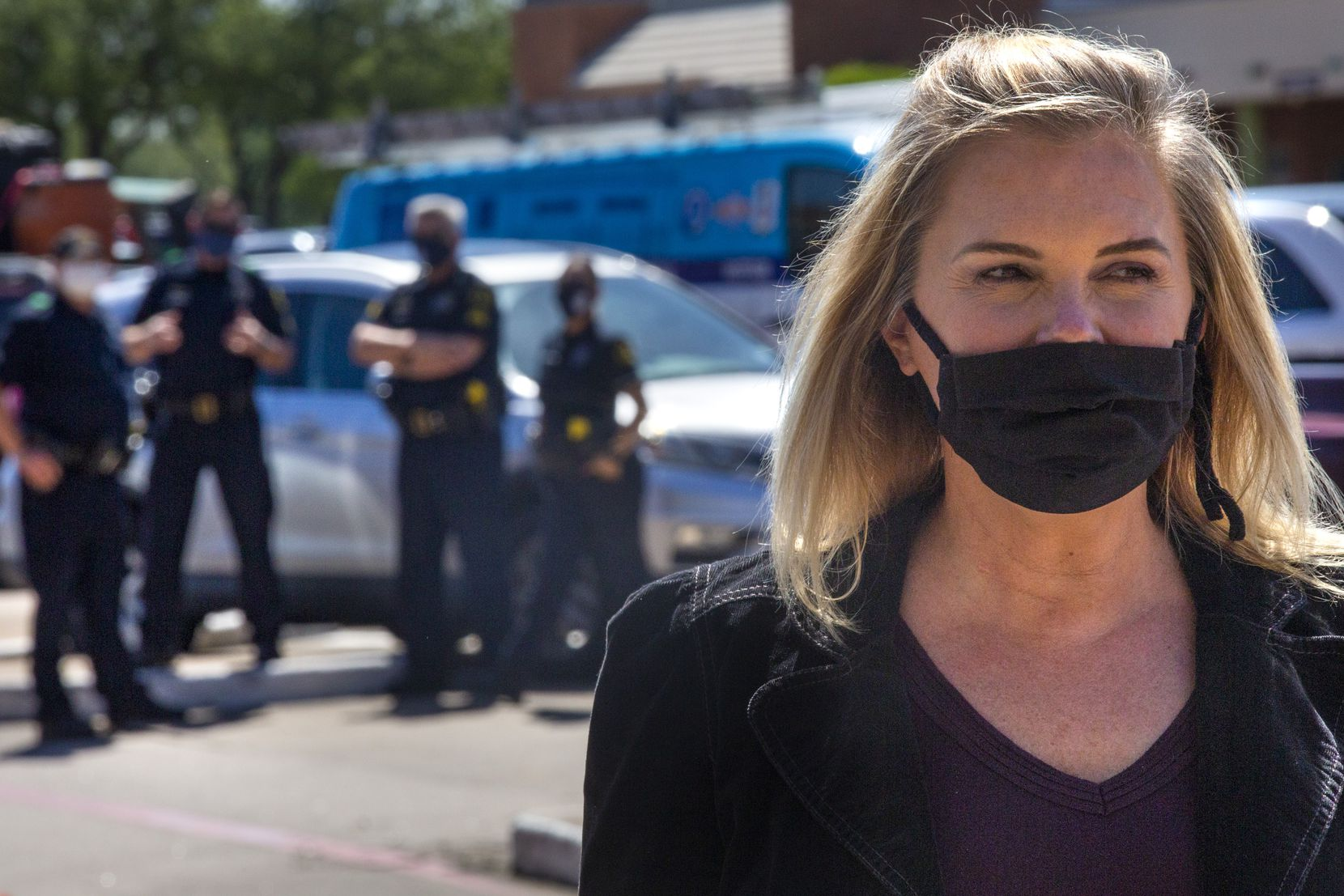 With Dallas officers standing by, Shelley Luther speaks with supporters in the parking lot outside of her business, Salon a la Mode, in Far North Dallas on April 29.