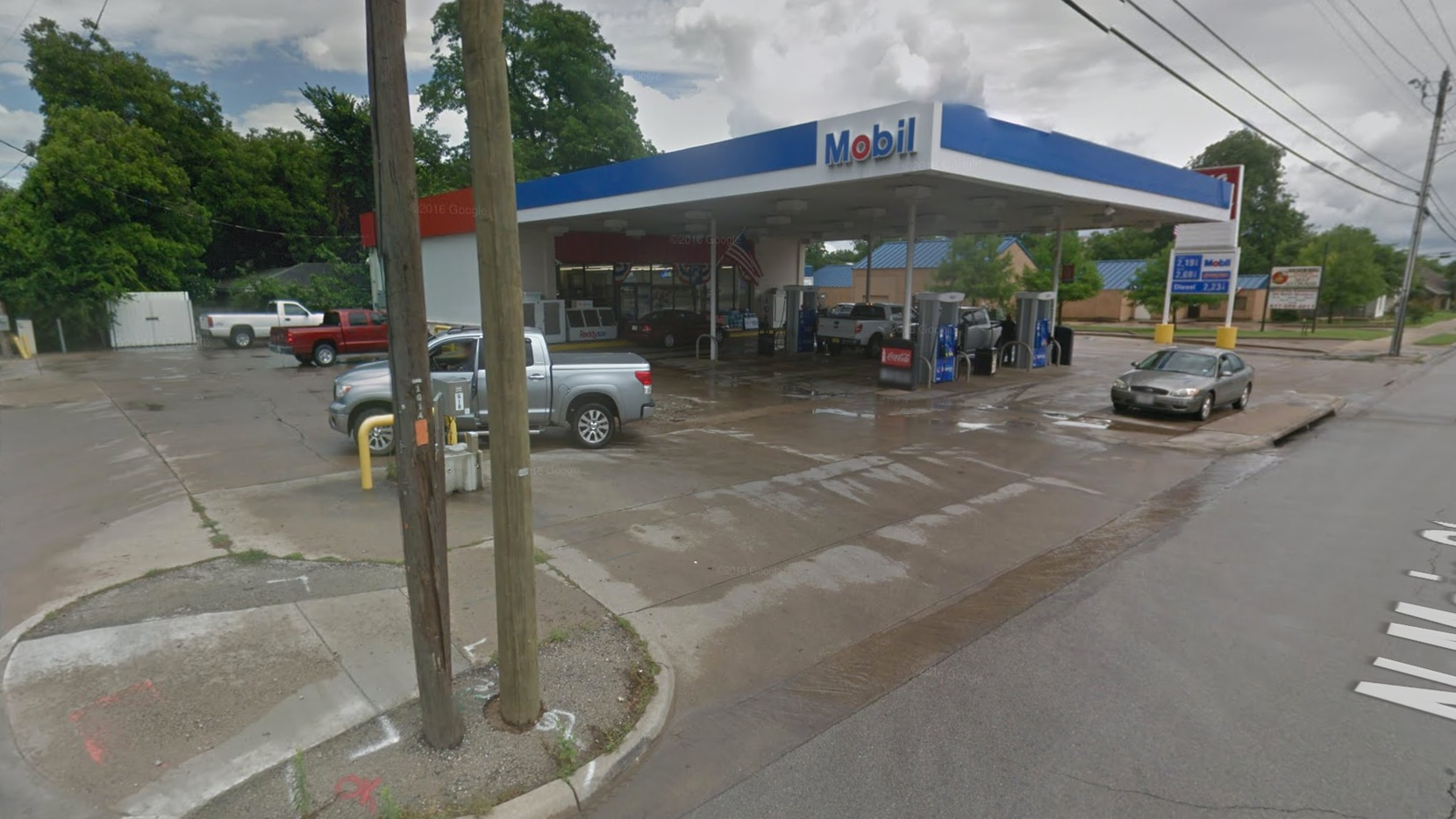 The Mobil gas station where Sneed and Mack were arrested.