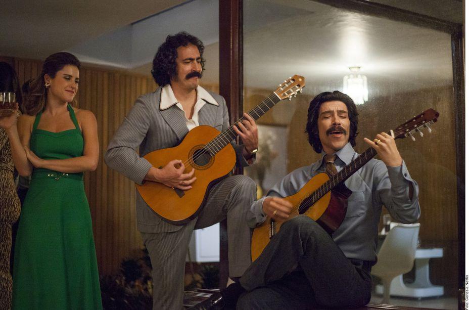 Martín Bello (centro) es Tito en Luis Miguel la serie, de Netflix.