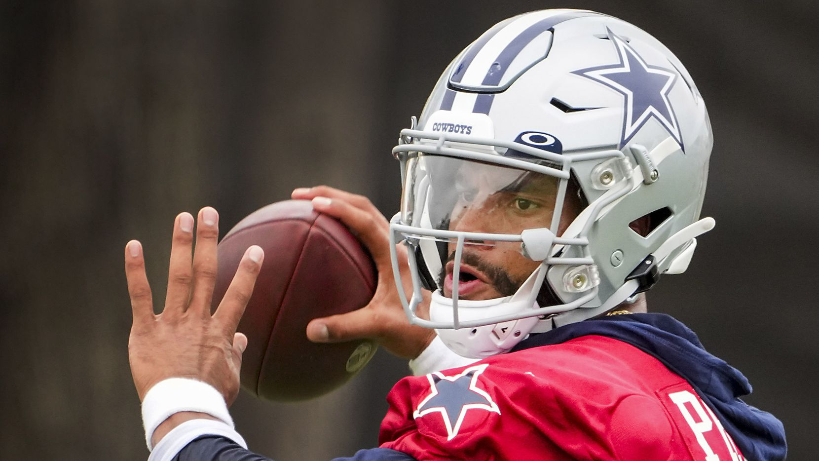 Dallas Cowboys quarterback Dak Prescott (4) throws a pass during a practice at training camp on Saturday, July 24, 2021, in Oxnard, Calif. (Smiley N. Pool/The Dallas Morning News)