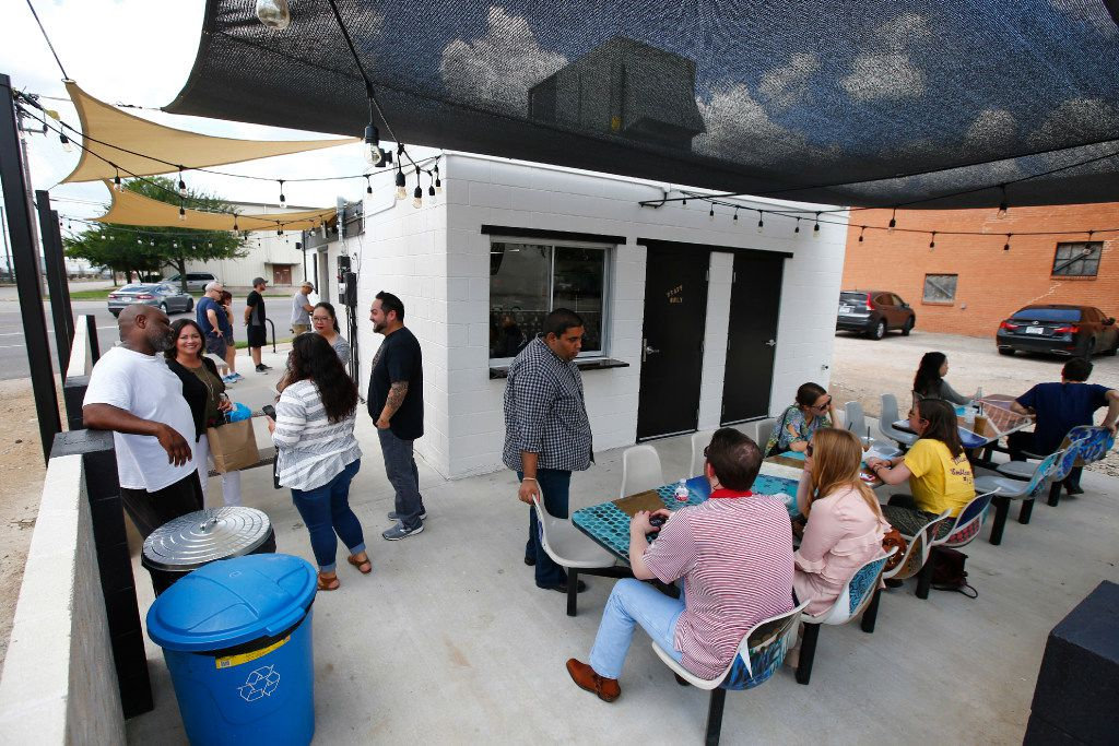People eating on the patio at Sandwich Hag in Dallas on July 7, 2017.  (Nathan Hunsinger/The Dallas Morning News)