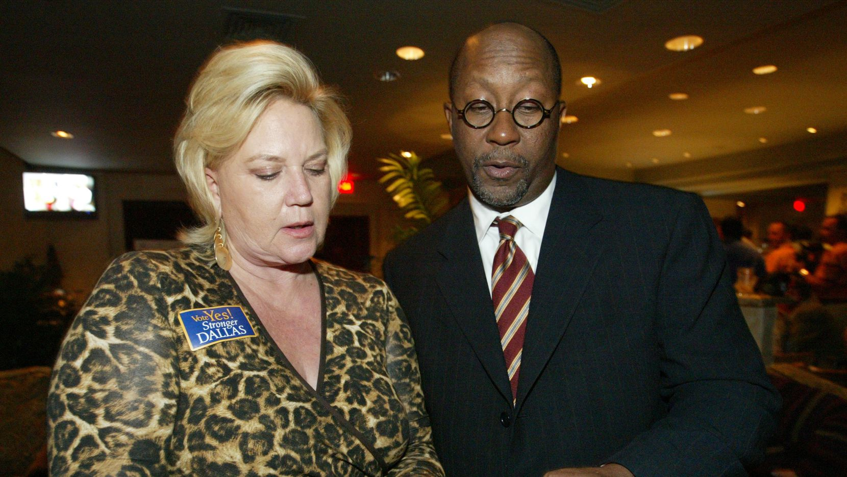 Carol Reed, campaign director for the strong mayor propositions that failed in 2005, shows former Dallas mayor Ron Kirk the incoming votes on a note pad during the election night watch party at Riccardi's in Dallas.