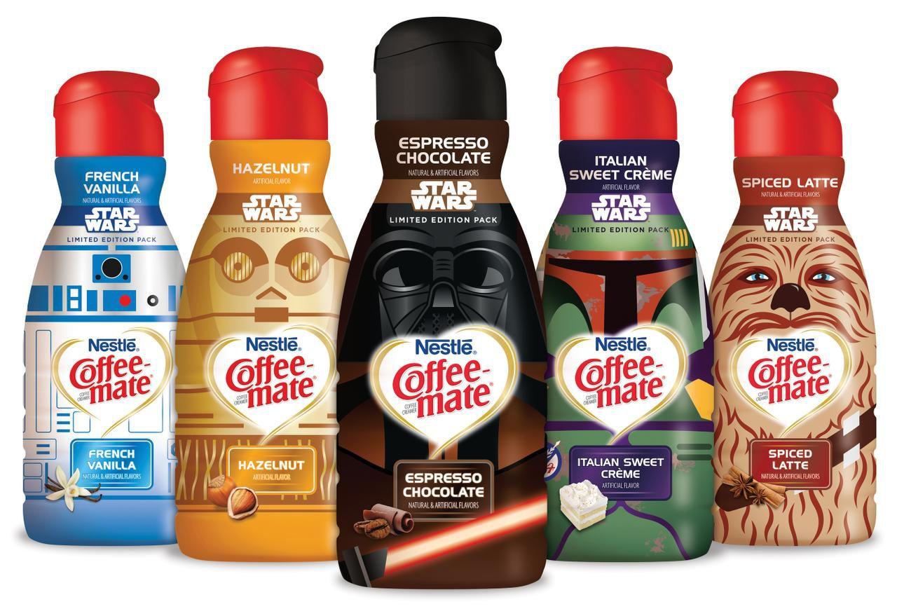 Las botellas de crema para café de la edición limitada de 'Star Wars'.(AP)