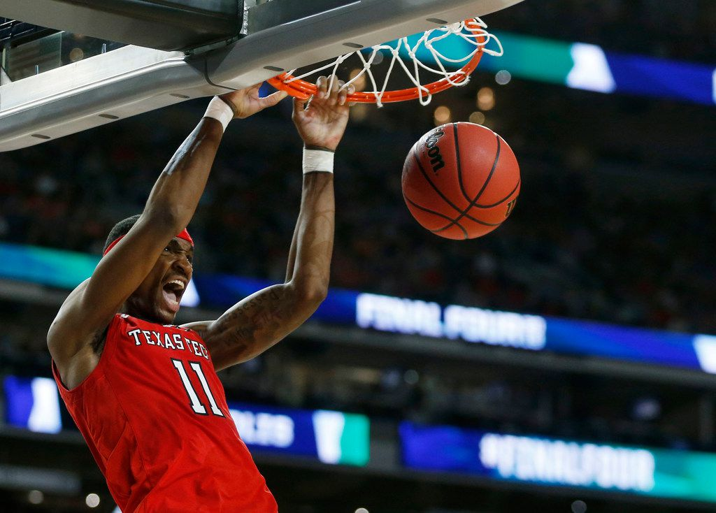 during the first half of play in the Final Four championship game of the NCAA men's college basketball tournament at U.S. Bank Stadium in Minneapolis on Monday, April 8, 2019. (Vernon Bryant/The Dallas Morning News)