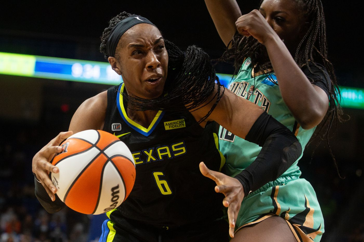 Dallas Wings forward Kayla Thorton (6) drives to the basket against NY Liberty's forward Michaela Onyenwere (12) at College Park Center in Arlington, TX on September 11, 2021.  (Shelby Tauber/Special Contributor)