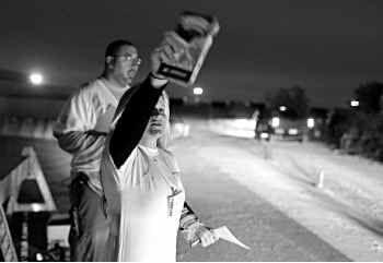 Kraft employee Tammy Weglowski handed out mac 'n' cheese before the Texas Stadium implosion on April 11.