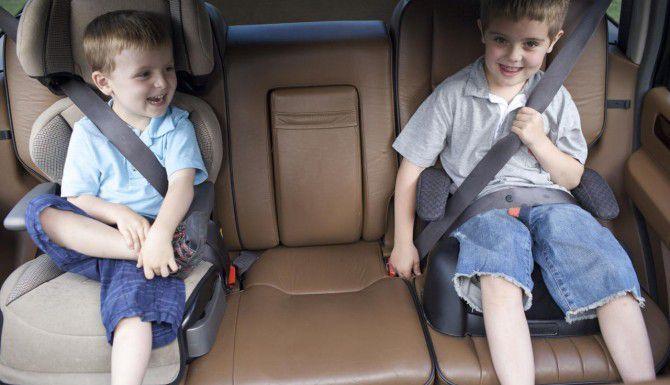 Los niños menores de 8 años en Texas deben viajar en un asiento elevado o booster, a menos que midan más de 4 pies y 9 pulgadas. (DMN/ARCHIVO)