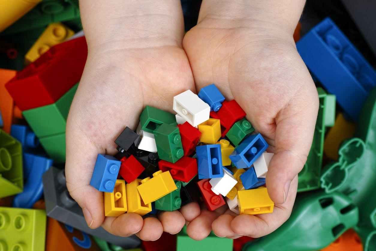 Piezas de Legos de juegos incompletos.