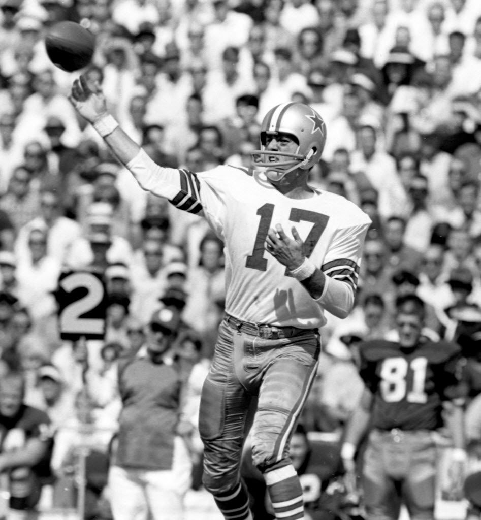 Dallas Cowboys quarterback Don Meredith throws against the Washington Redskins on Sept. 26, 1965. (File Photo/Fort Worth Star-Telegram)