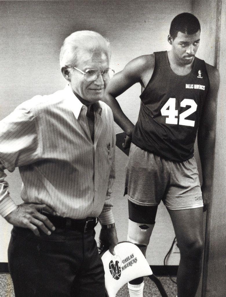 Dallas Mavericks owner Don Carter (left) and Roy Tarpley. (Evans Caglage/The Dallas Morning News)