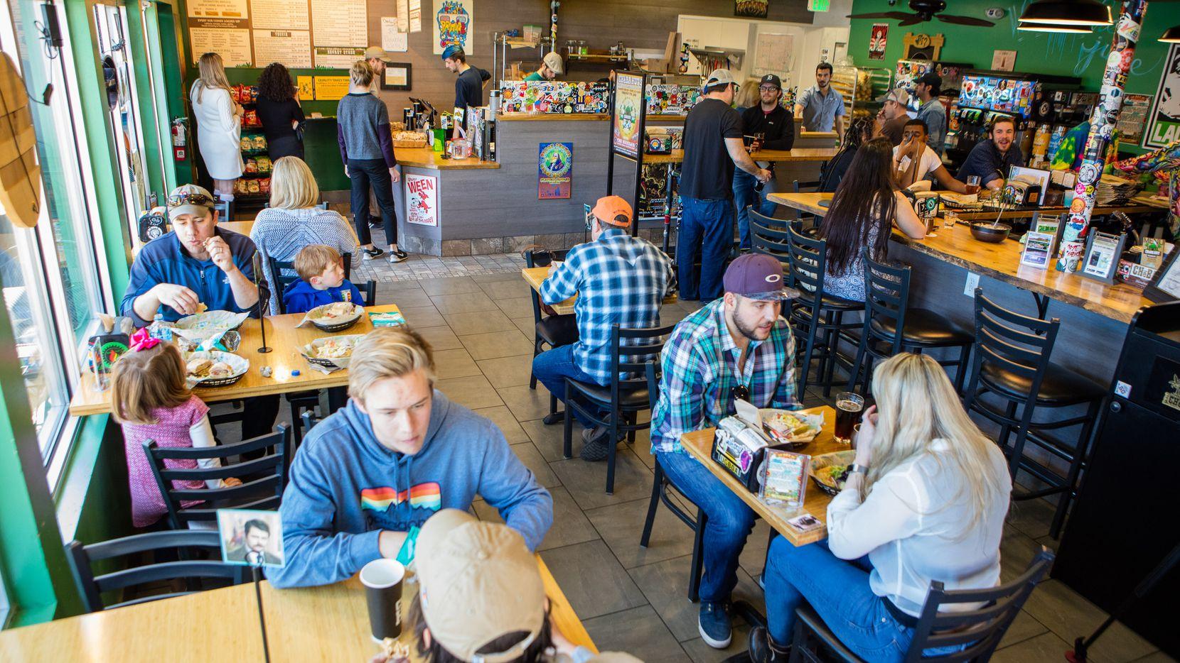 """El restaurante de submarinos Cheba Hut es para ponerse """"bien arriba"""", y un residente de Fort Worth quiere traer este concepto inspirado en la marihuana a Fort Worth o Dallas."""