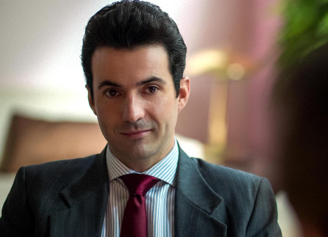 Patricio Robles (interpretado por Pablo Cruz Guerrero) interpreta a un ambicioso ejecutivo discográfico. / Netflix