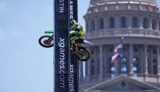 Josh Hansen durante una práctica para la competencia de acrobacias en moto previa a los X Games de Austin 2015. (EDDIE PERLAS/CORTESÍA ESPN IMAGES)