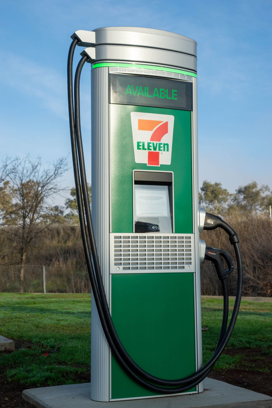 A 7-Eleven-branded electric vehicle charging port.