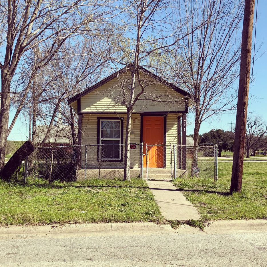 William Baker launched the Dallas Shotgun Project with the goal of photographing and documenting all of the remaining examples in the city. In Dallas, shotgun houses have become an endangered architectural species. These small houses, typically with three rooms aligned back-to-back were once common in low-income and working-class areas.