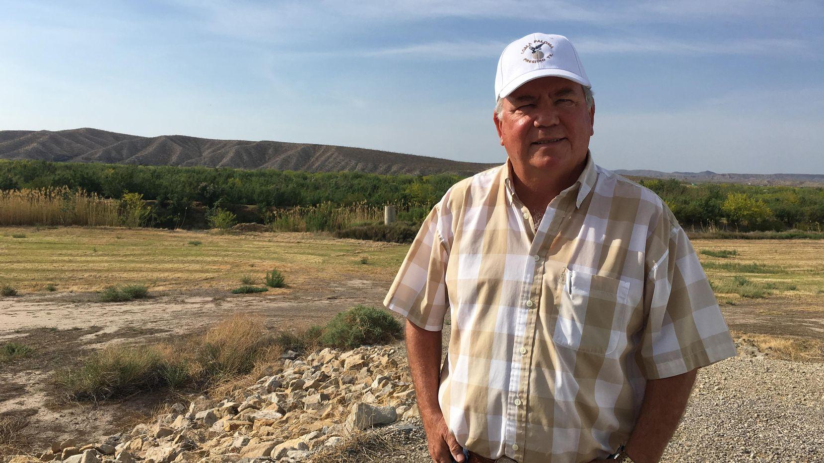 Terry Bishop, un granjero y residente de Presidio, Texas, pueblo fronterizo con Ojinaga, México, teme que un muro en la frontera dividiría la vida de estas dos comunidades. (The Dallas Morning News/Angela Kocherga)