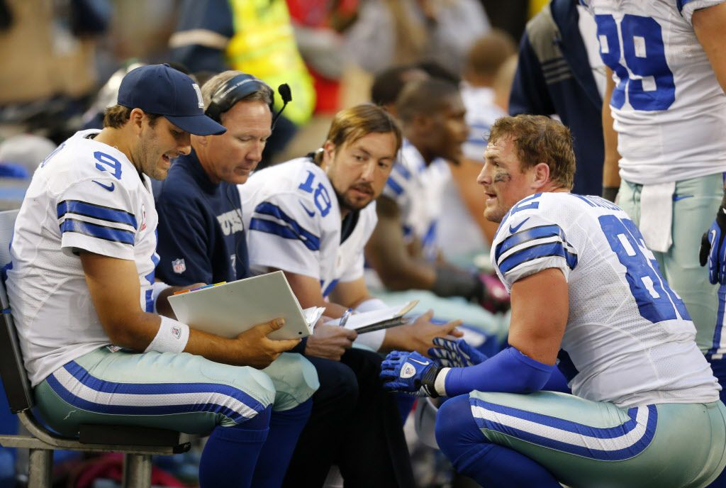 Dallas Cowboys' Tony Romo (9) and Jason Witten (82) talk on the bench as Kyle Orton (18) watches during an NFL football game against the New York Giants Sunday, Oct. 28, 2012, in Arlington, Texas. The Giants defeated the Cowboys 29-24. (AP Photo/Sharon Ellman) 11032012xALDIA 11302012xSPORTS