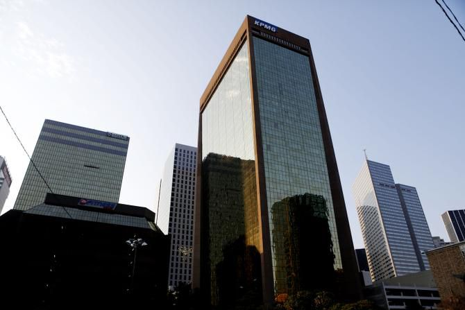 Omnitracs will move into the 34-story KPMG Centre office tower in Dallas, sources said.