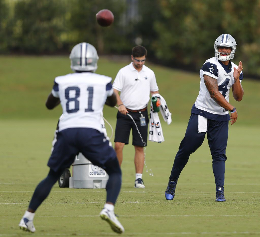 El mariscal de los Dallas Cowboys Dallas Cowboys, Dak Prescott (4), no tiene la intención de practicar con el equipo mientras no llegue a un acuerdo contractual que le satisfaga.