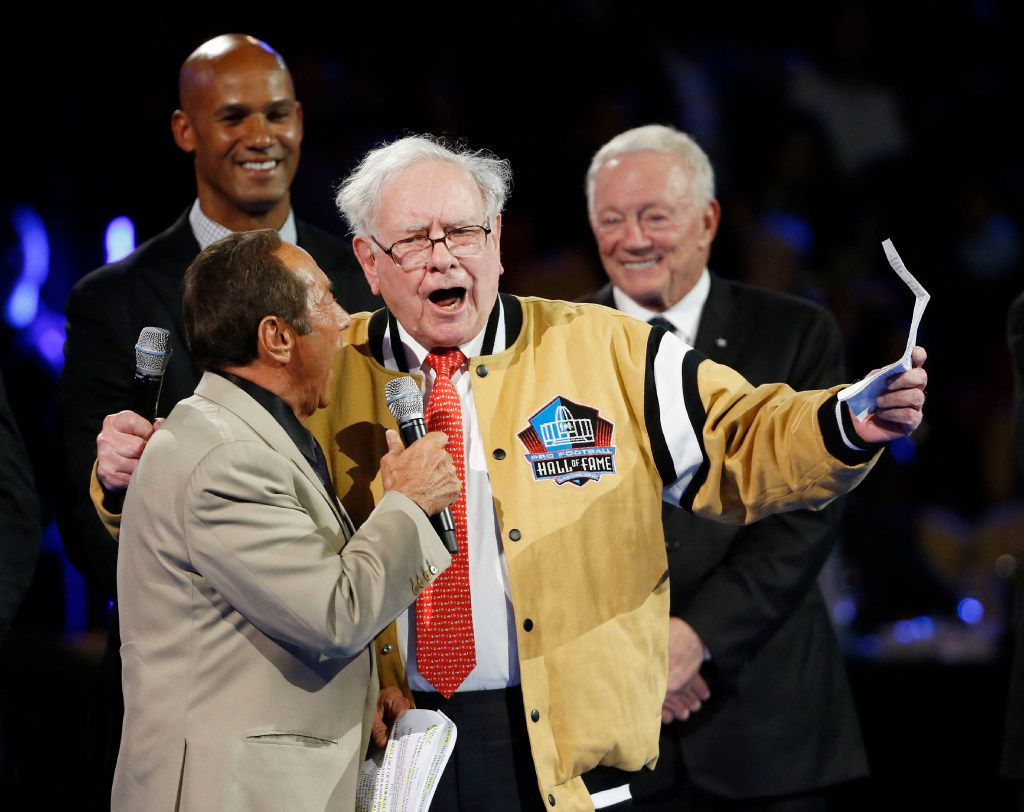 """Paul Anka, and Warren Buffett sing a revised version of """"My Way,"""" during the Gold Jacket Dinner Ceremony at Canton Memorial Civic Center in Canton, Ohio on Friday, August 5, 2017. Dallas Cowboys owner and general manager Jerry Jones will be inducted into the Pro Football Hall of Fame on Saturday. (Vernon Bryant/The Dallas Morning News)"""