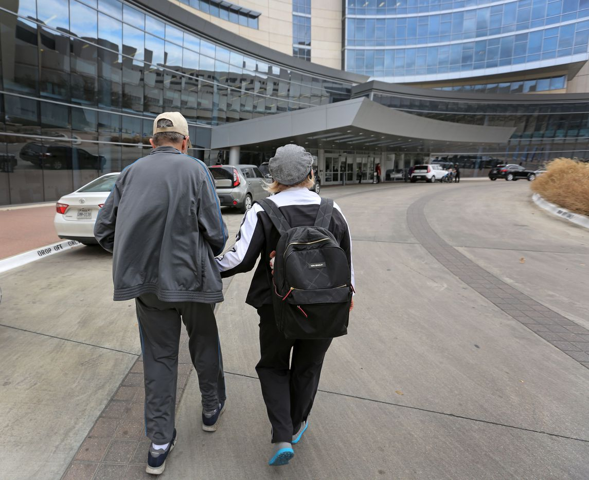 Marni and Jeffrey Weiss  at Baylor hospital in Dallas. In 2016, doctors located an egg-sized tumor known as a glioblastoma inside the skull of Jeffrey Weiss and surgically removed it.