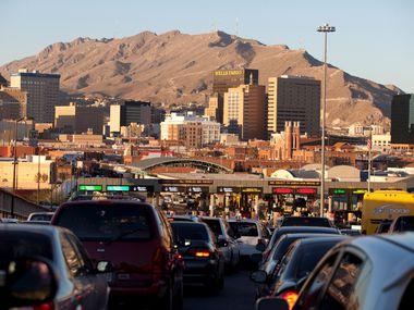 Desde el 21 de marzo, la frontera terrestre entre México y Estados Unidos ha estado cerrada de forma parcial para evitar la propagación de covid-19. En la imagen, el cruce fronterizo de Ciudad Juárez, Chihuahua a El Paso, Texas.