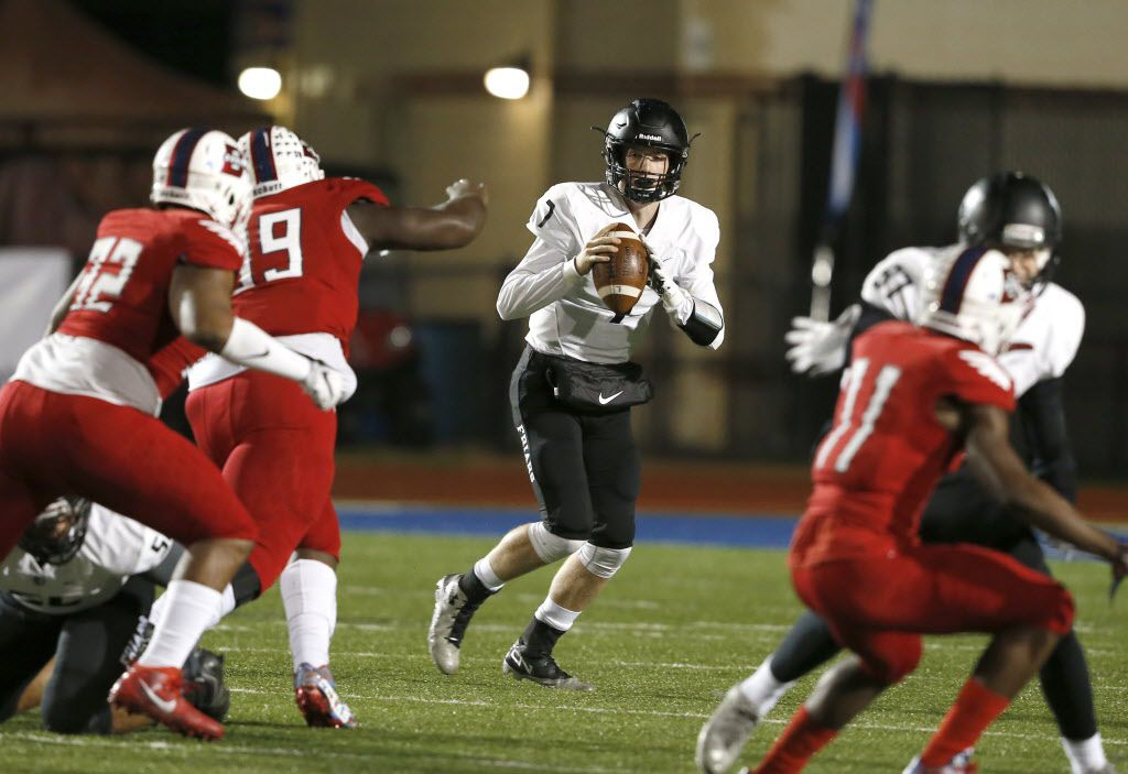 Bishop Lynch High School Friars Jagger LaRoe looks for receivers during the first half of a High School football playoff between Bishop Lynch Vs Bishop Dunn at Midway ID+SD Stadium on Saturday, December 3, 2016 in Waco, Texas.  Jose Yau/Special Contributor  ORG XMIT: TXWAC101