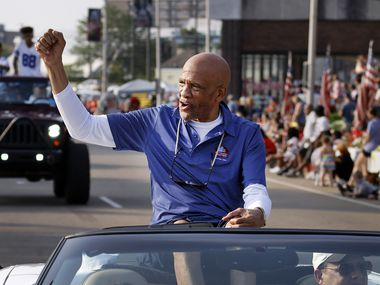 Dallas Cowboys Pro Football Hall of Fame inductee Drew Pearson fires up the fans along the Canton Repository Grand Parade route in downtown Canton, Ohio, Saturday, August 7, 2021.