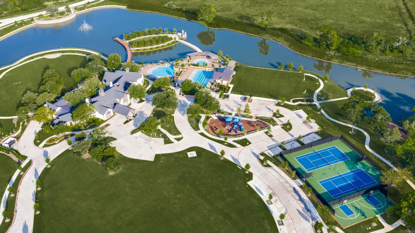 Mustang Lakes is an award-winning master-planned community that offers a variety of design plans and numerous amenities.
