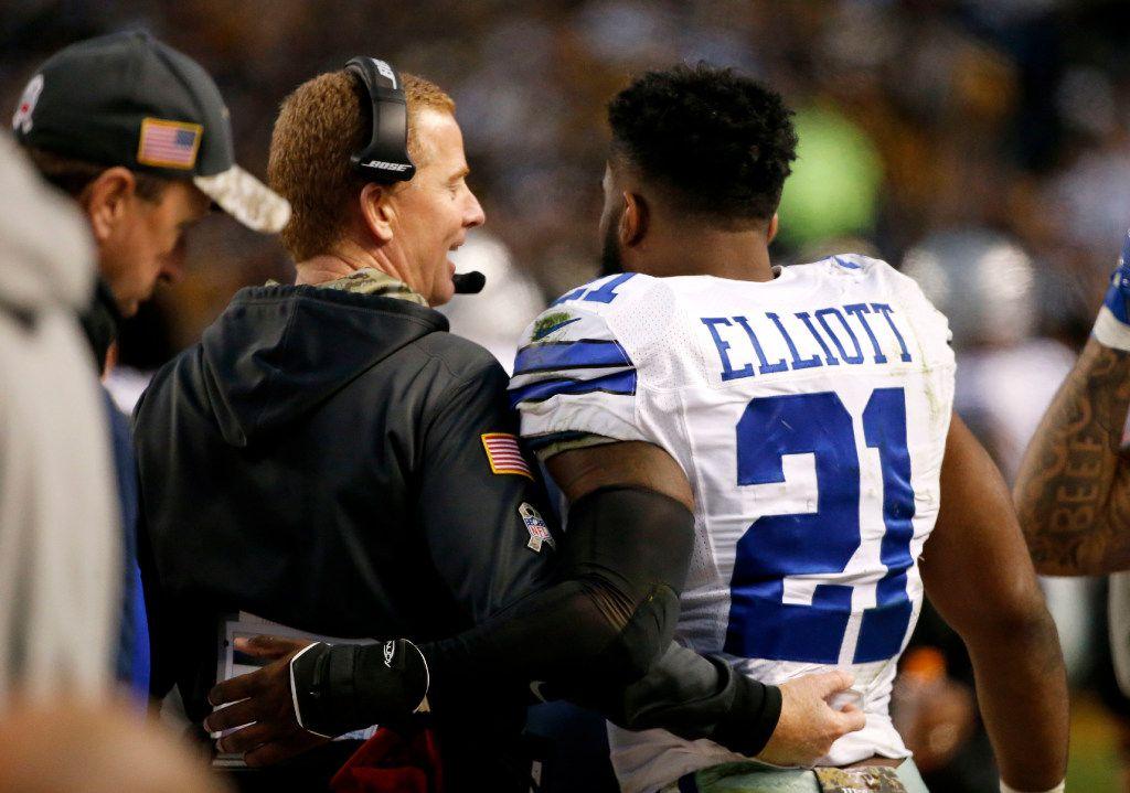 Dallas Cowboys head coach Jason Garrett chats with Dallas Cowboys running back Ezekiel Elliott (21) on the sideline in the second quarter at Heinz Field in Pittsburgh, Pennsylvania on Nov. 13, 2016. (Rose Baca/The Dallas Morning News)