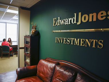 Financial advisers Kelli D Poremba and Sharby Hunt-Hart met at Edward Jones Investments in September.