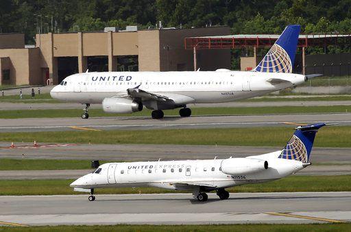En esta foto de julio de 2015, un avión de United Airlines se prepara para despegar del Aeropuerto George Bush, en Houston. Foto AP
