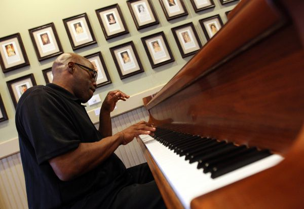 Larry Willis played the grand piano for diners at East Dallas' Highland Park Cafeteria Thursday afternoon, Sept. 22, 2011. Willis has been playing piano at the cafeteria for a little more than two years.