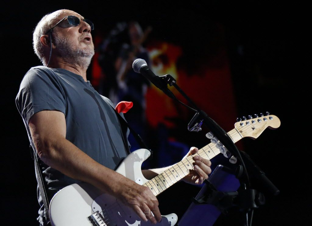 Pete Townshend on stage at American Airlines Center