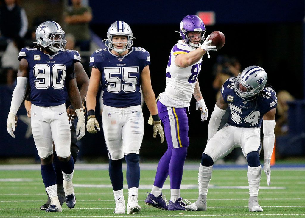 Minnesota Vikings tight end Kyle Rudolph (82) picks up a fourth quarter first down against Dallas Cowboys middle linebacker Jaylon Smith (54) at AT&T Stadium in Arlington, Texas, Sunday, November 10, 2019. (Tom Fox/The Dallas Morning News)