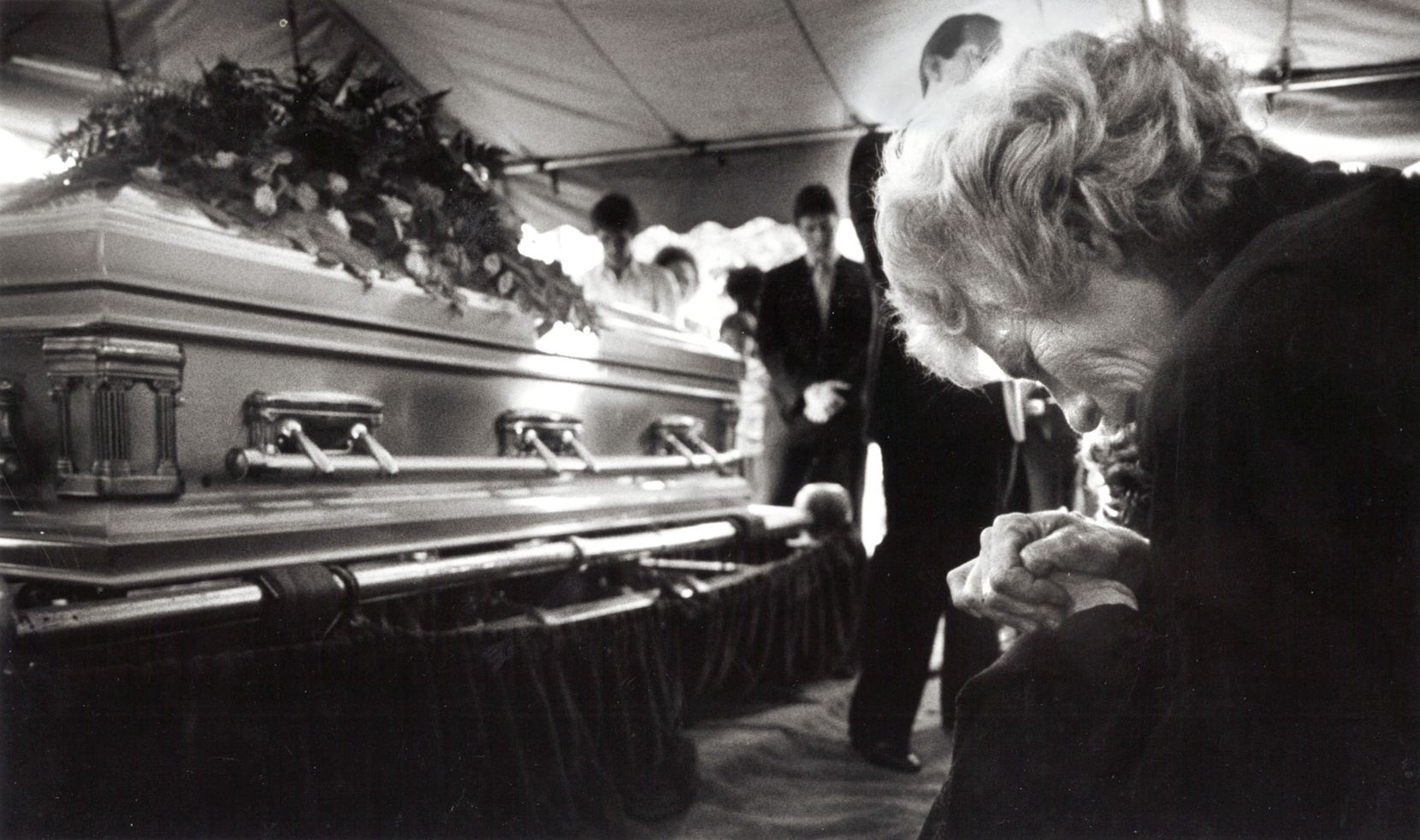 Doris Adkisson bows her head and prays for her son Mike Von Erich during his funeral services in Dallas in April, 1987.