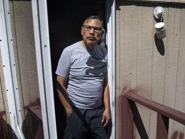 Diego Córdoba desde su casa móvil en Mountain Creek. Córdoba perdió su empleo en una joyería debido a la crisis del coronavirus y no sabe cómo va a pagar su renta en los próximos meses.