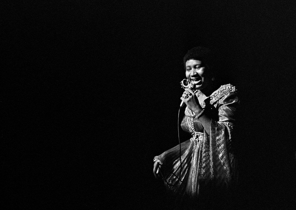 Aretha Franklin performs at the Apollo Theater in New York on June 3, 1971.